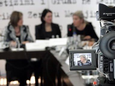 Kosovo-women-media-382px